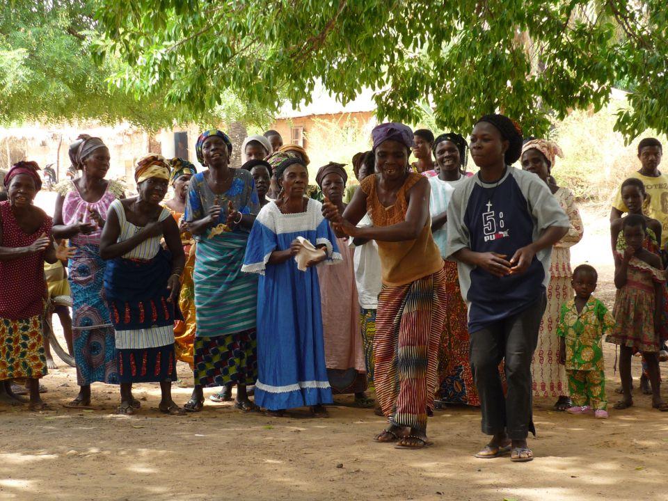 Aides diverses au développement social                De villages du Canton de Game - Togo