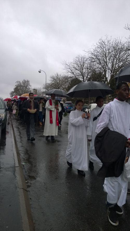 Procession des Rameaux partant vers  St Pierre St Paul