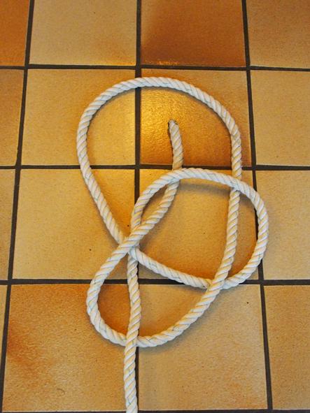 https://static.blog4ever.com/2012/03/678268/4-Le-serpent-rentre-dans-le-puits.jpg