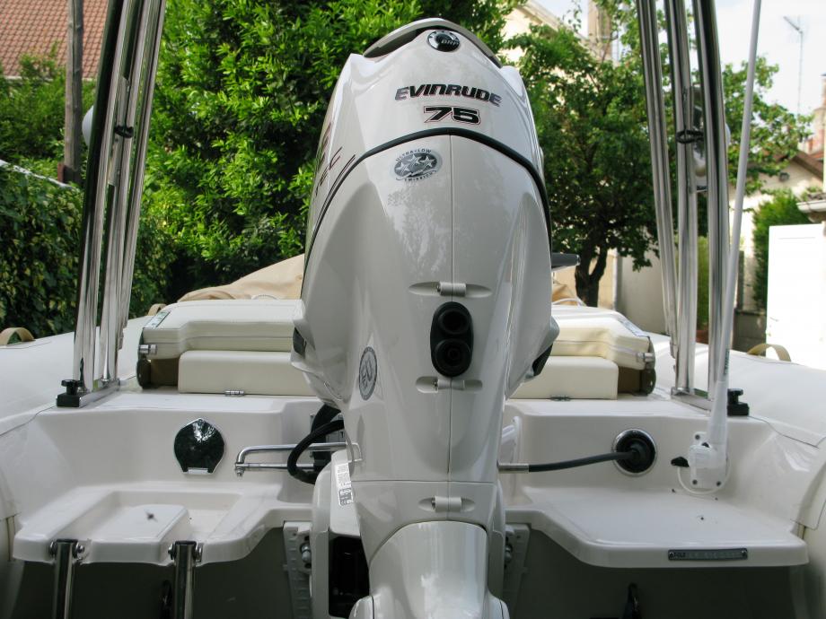 Plages arrières et moteur de 75 cv