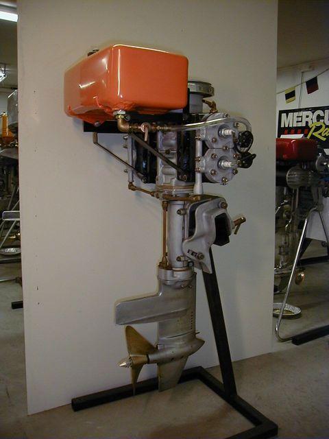 Evinrude-Model-8001-X-Racer-de-1934.jpg