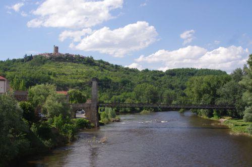 Montpeyroux vu de Coudes ou passe l'Allier