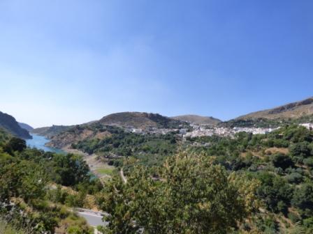 79 - Le lac de Canales et Güéjar-Sierra depuis la route de El Dornajo.JPG