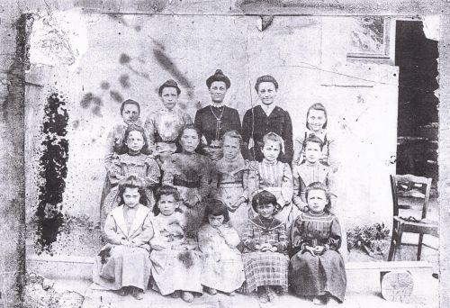 Ecole de fille Moissat haut 1903
