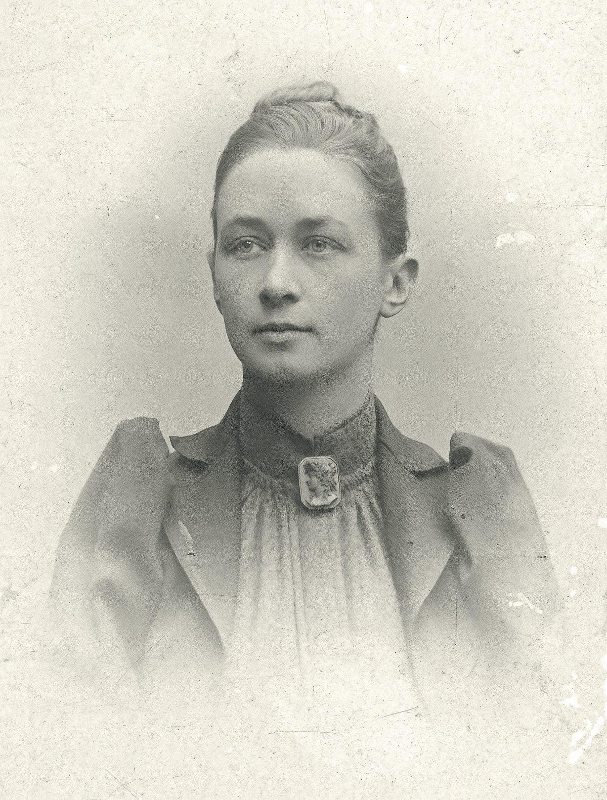 1200px-Hilma_af_Klint,_portrait_photograph_published_in_1901