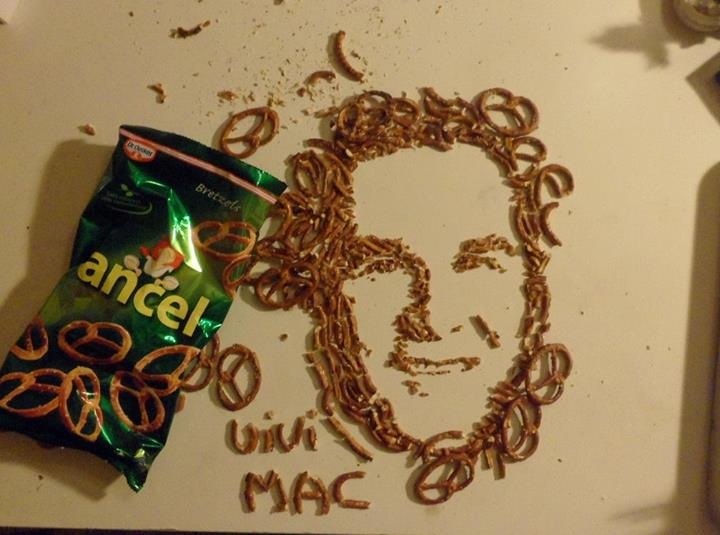 French-artist-Vivi-Mac-Georges-W.Bush-in-pretzels.jpg