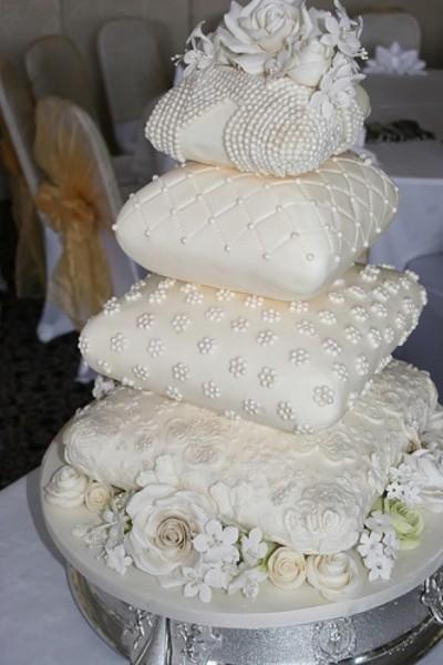 30-gateaux-de-mariage-inoubliables-25-400x600.jpg