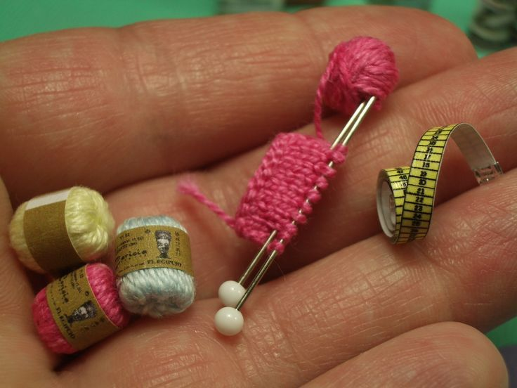 890f2616398b797bb62453100f546bd4--knitting-needles-miniature-dollhouse.jpg