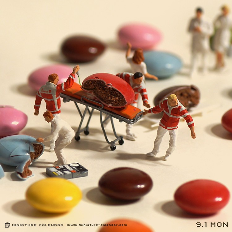 Tanaka-Tatsuya-miniature-calendar-dioramas-1-986533.jpg