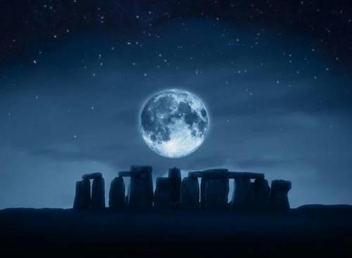 lune et dolmen.jpg