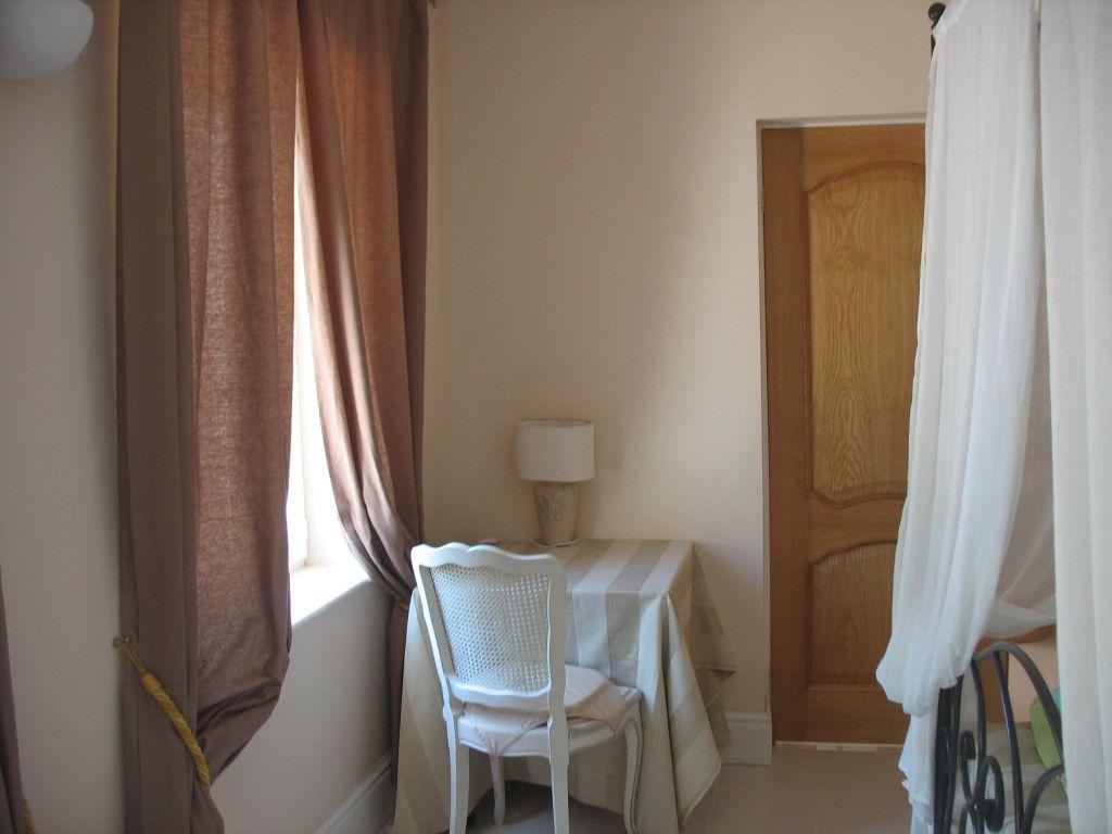chambres rez de chaussee villa la villa proven ale. Black Bedroom Furniture Sets. Home Design Ideas