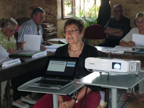 Maryse Maunoury commente les diapositives.jpg