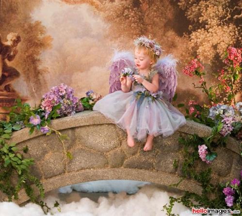 angelot assis sur un pont de pierre.jpg