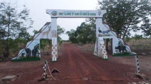 L'entrée principale du ranch de Nazinga.JPG