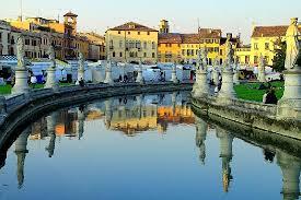 la place Prato delle valle.png