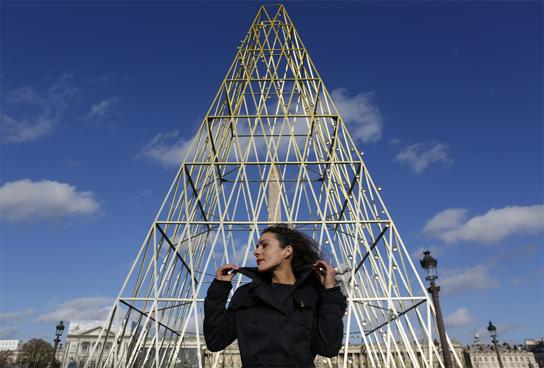 PHARES l'oeuvre de Milene Guermont à la Concorde.jpg