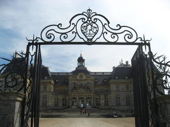 la grille d'entrée chateau-de-vaux-le-vicomte.jpg