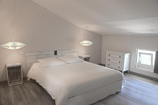 Chambre 2 ème étage lit 160x200
