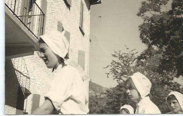1960 Baratier le 24 juillet Fete des Parents-Farandole-Maryse BEISSON-X-Nicky ETIENNE.jpg