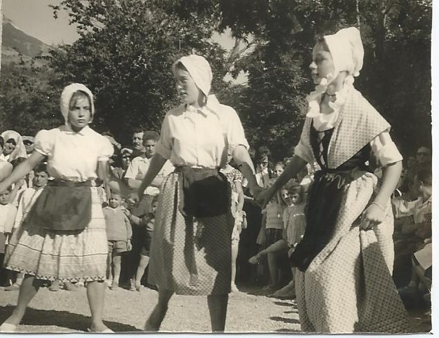 1960 Baratier le 24 juillet Fete des Parents-Farandole Provençale.jpg