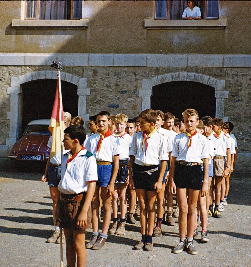 1959 CHARANCE-LesCASTORSdevant le Perron.du.Séminaire - Copie.jpg