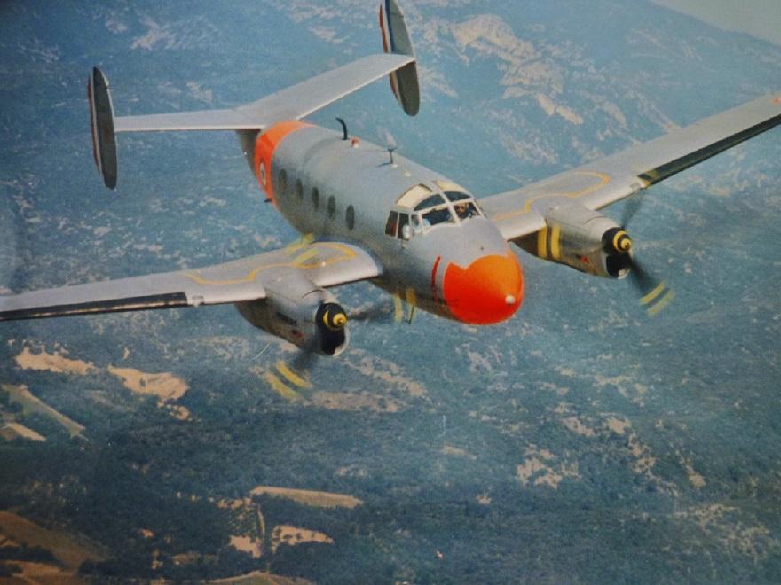 MD312 en vol au dessus du pays d'AIX.jpg