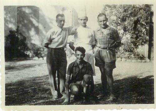 Serge Dervillée, M. Principato le cuisinier, Robert Meissonnier et Jean Dervillée devant.