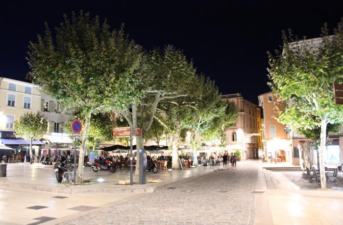 Place des clercs Valence.jpg
