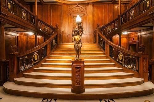 https://static.blog4ever.com/2012/07/706101/escalier-du-Titanic.jpg