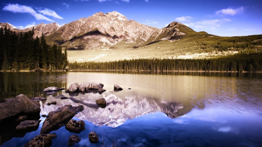 superb-mountain-photo-1366-x-768-hdtv.jpeg