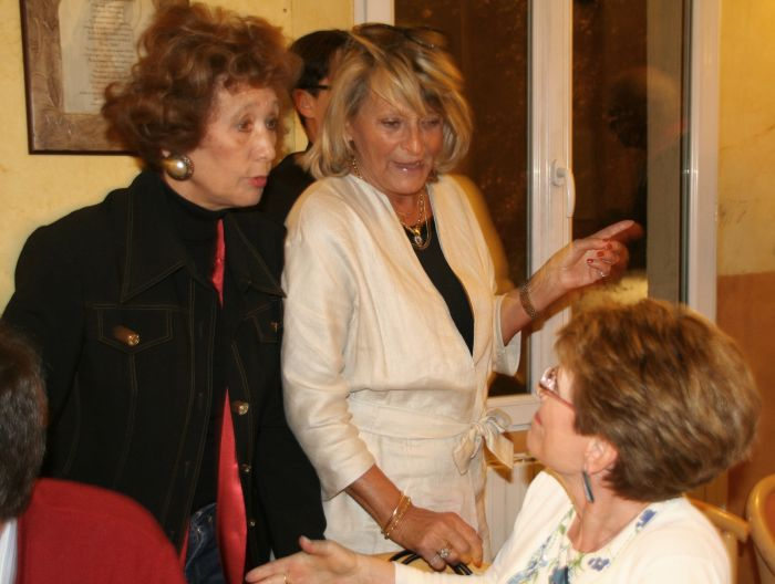 Catherine Alvarez en conversation avec Jill, Maia... Restaurant Il Giardino Segreto