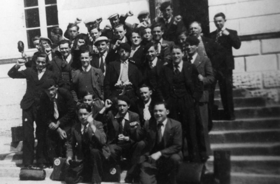 Historique et création du clubPhoto des dirigeants et premiers joueurs de l'USM qui viennent de déposer les statuts du club à la mairie..jpg