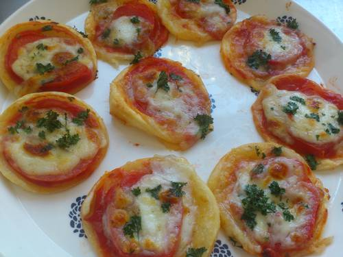 mini pizzas.JPG