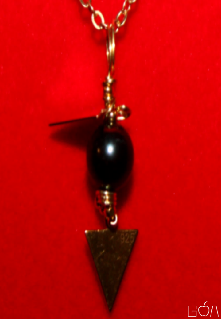 Majesté PC8013117 -pendentif 2 triangles-BR-face-zoom-A4-RRG-.png