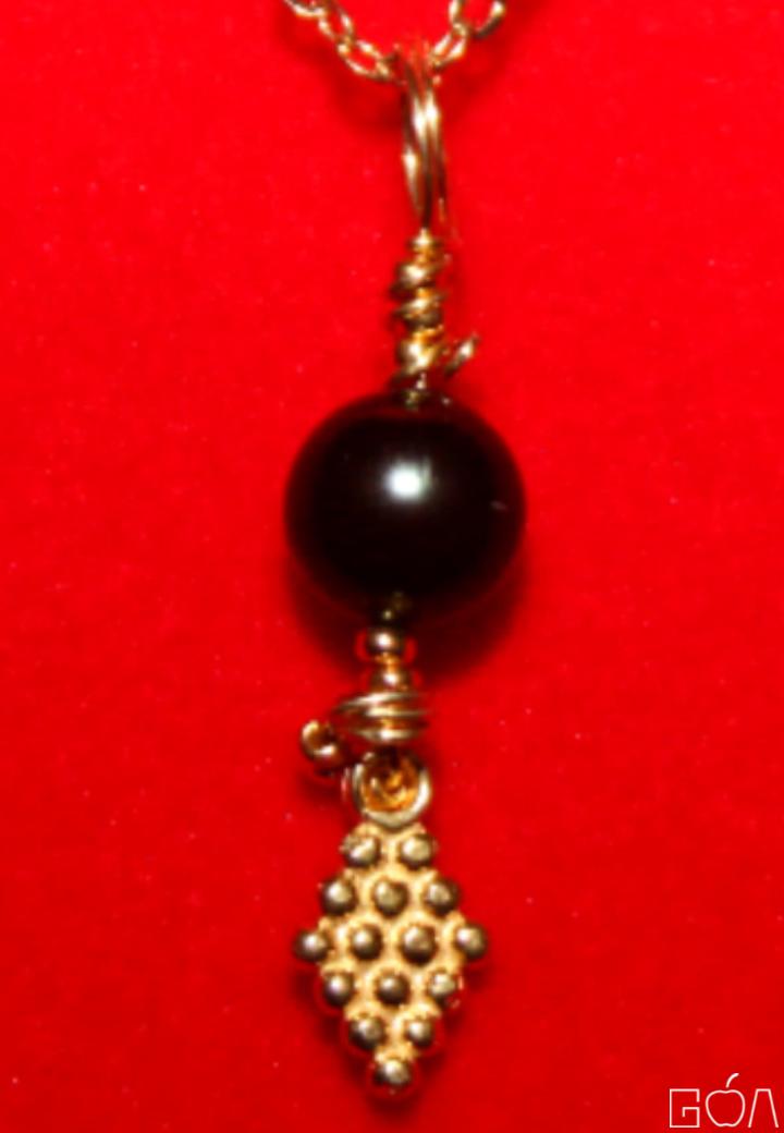 Majesté PC7613117 -pendentif raisins-BR-face-zoom-A4-RRG-.png