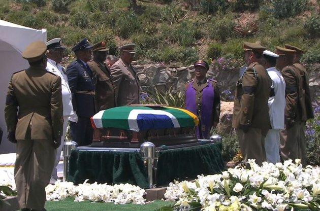 https://static.blog4ever.com/2012/09/713297/Cercueil-Mandela.jpg