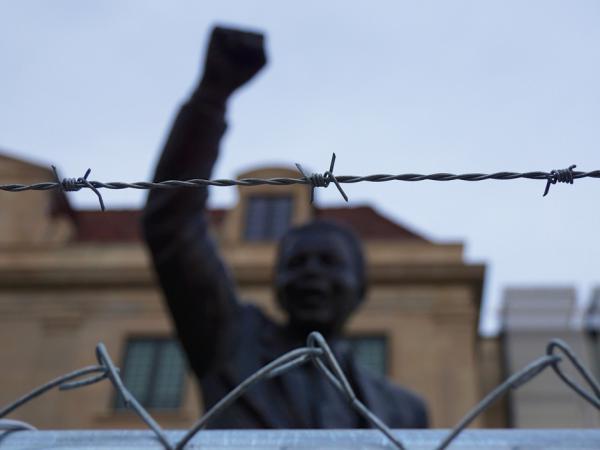 https://static.blog4ever.com/2012/09/713297/Massacre-Sharpeville_3228992.jpg