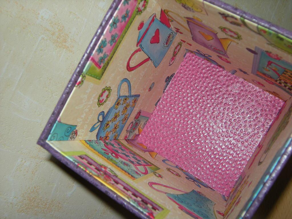 intérieur boîte à chocolats 3366.JPG