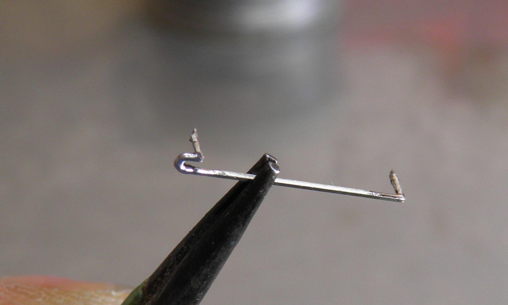 pliage des 2 pointes (demi gravure de pliage vers l'interieur ) puis une pointe d'etain dans les angles (idem etamage) ................