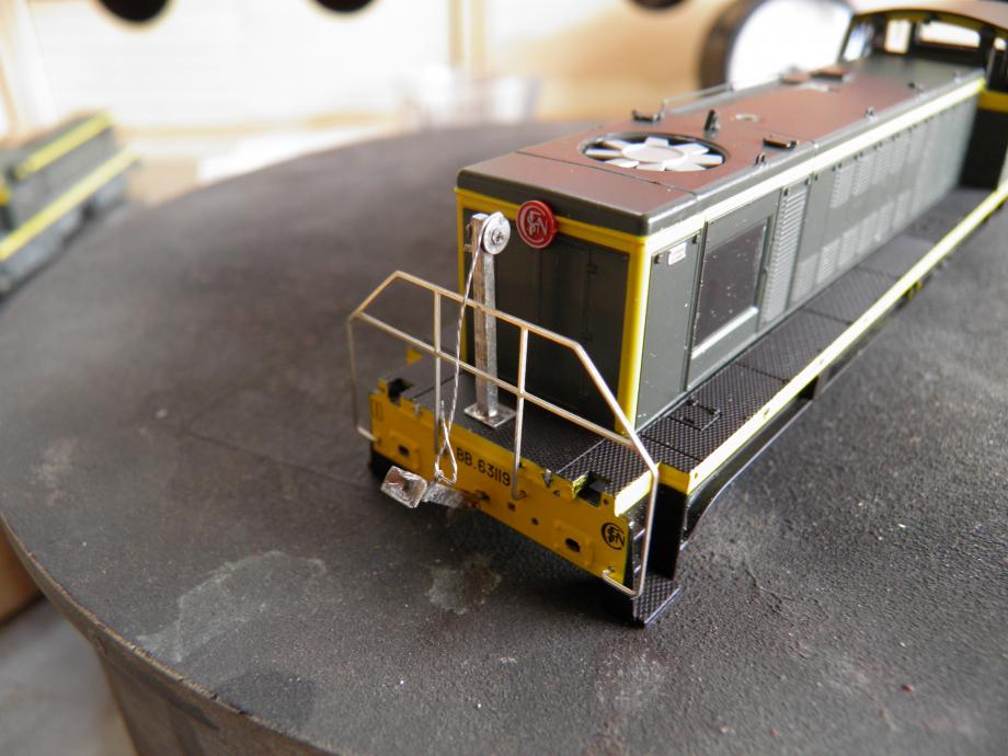 montage juste pour voir ....puis degraissage ,maskol sur le cable (3 x fil de 0,1 mm tressé) et hop peinture jaune