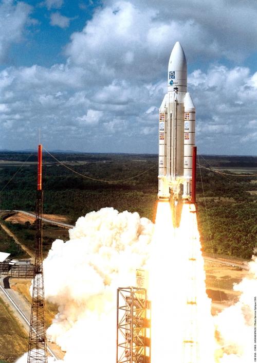 Ariane_5_lors_du_lancement_de_Rosetta8 mars 2004.jpg
