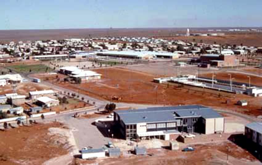 l'ELDO mess au 1er plan à Woomera en 1966