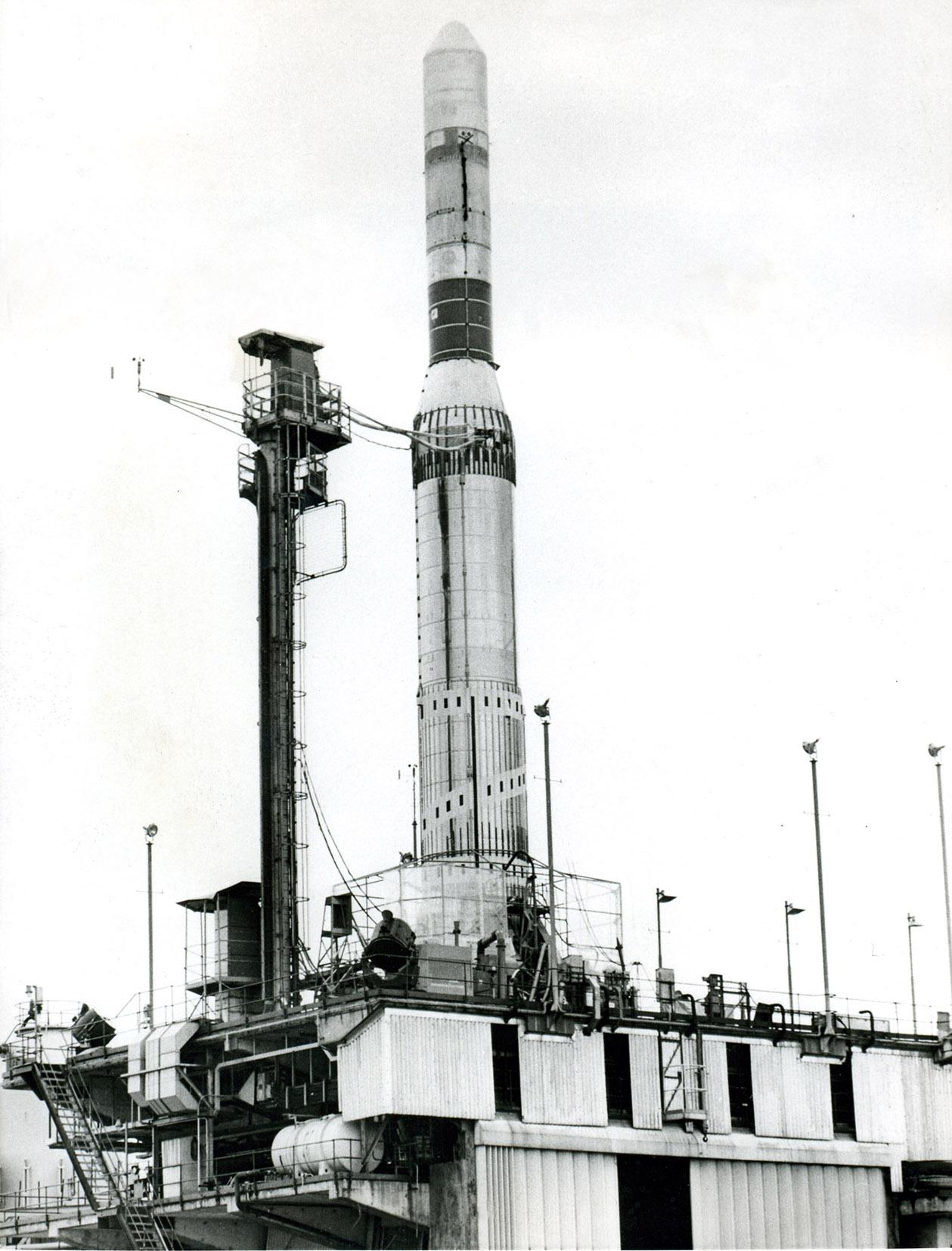 fusée Europa 1 F4 vue sur la plateforme de Spadeadam (Angleterre) le 24 juillet 1965