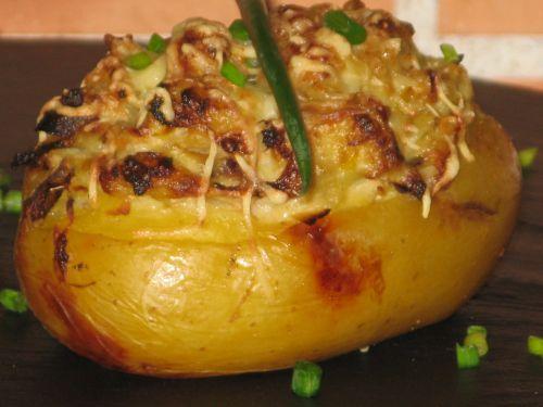 Pommes de terre farcies au saumon et poireaux
