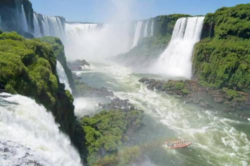 Iguazu Falls Argentina-Brazil 02.jpg