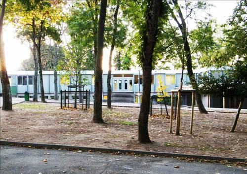 Quetigny - Ecole des Cèdres 2009.jpg