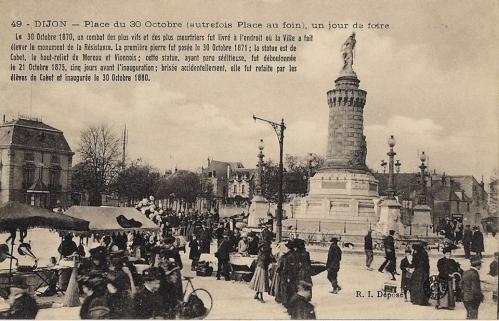 Dijon - Place du 30 octobre - Ancienne place aux foins - Jour de foire.jpg