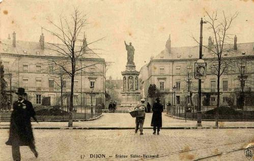 Dijon Place Saint-Bernard 04.jpg