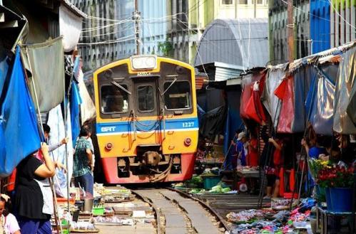 marché Maeklong Thaïlande 03.jpg