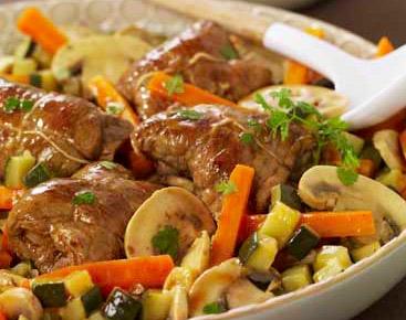 Paupiettes-de-veau-aux-petits-légumes-échalotes-et-cerfeuil.jpg